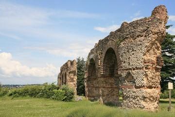 ruines acqueducs romains