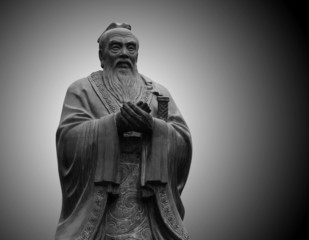 In de dag Beijing statue of Confucius in the temple of Confucius in Beijing