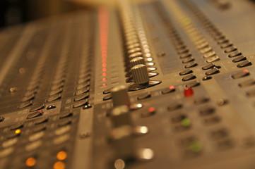 Table de mixage audio numérique 01