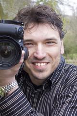Mann mit Digitalkamera, Fotograf, Fotoreporter