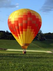 Poster Ballon Heissluftballon bei der Landung