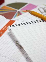 agenda, bloc notes, grafici e graffette