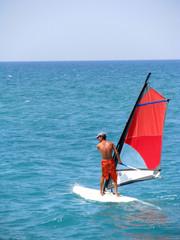 Surfen auf ruhigem Meer