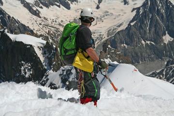 Alpiniste en haute montagne