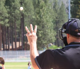 ump holding up three fingers..