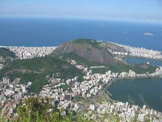 Baie de Rio et immeubles blancs.
