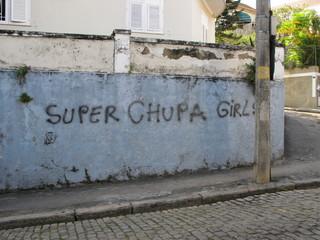 Super chupa girls, Graffiti sur un mur. Rio, Brésil.
