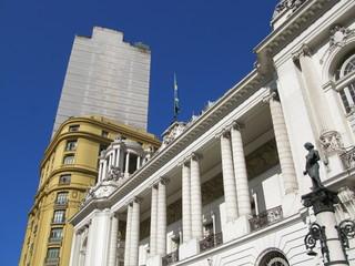 Théâtre et immeubles modernes, Rio de Janeiro, Brésil