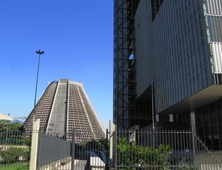 Cathédrale moderne et building, Rio de Janeiro, Brésil.