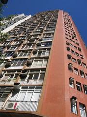 Immeuble rose avec climatiseurs, Rio de Janeiro, Brésil.