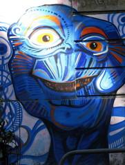 Tête bleue graffitée sur un mur, Rio de Janeiro, Brésil.