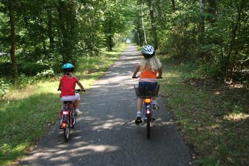 Fototapeta Kinder beim Radfahren