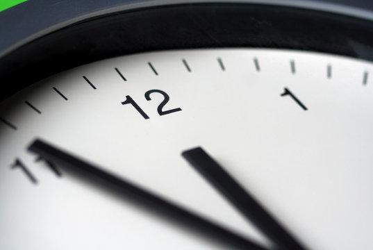 Uhr, Fünf vor Zwölf, Mittag, Countdown