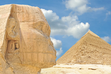 The Great Sphinx of Giza, with the Pyramid of Khafre