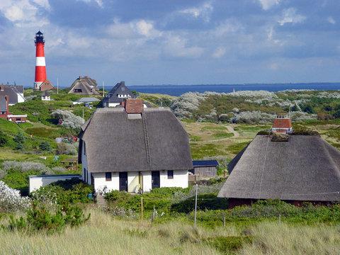 Leuchtturm Sylt Hörnum mit Häusern