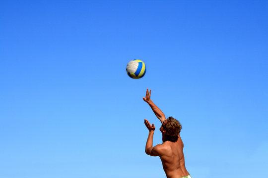 beachvolleyball spielen