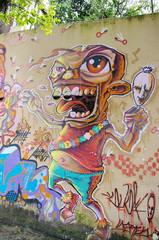Graffiti de monstre sur un mur.