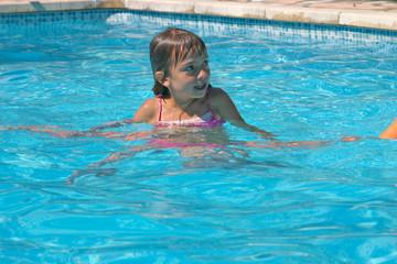 jouer dans sa piscine 3