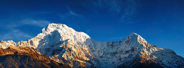 Photo sur Aluminium Népal Mount Annapurna South at sunrise, Himalaya, Nepal
