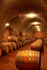 Fototapete - Weinkeller,Rotwein im Barrique Faß ausgebaut,Toskana,Italien