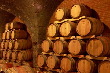 Weinkeller,Rotwein im Barrique Faß ausgebaut,Toskana,Italien