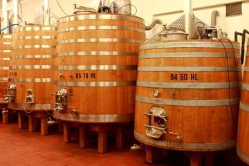 Wall Mural - Holz Tank zur Weinveredelung, Weinkeller, Holztank, Holzfaß