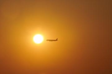 Avión al sol