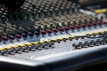 Sonorisation de spectacle - Console de mixage