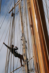 marin acrobate mâts