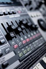 drum machine with build-in mixer
