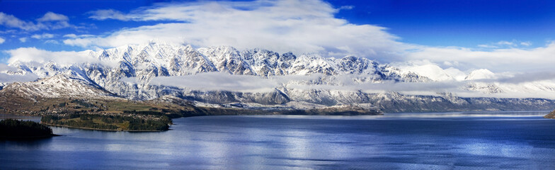 Tuinposter Nieuw Zeeland Panoramic of The Remarkables, a mountain range in New Zealand