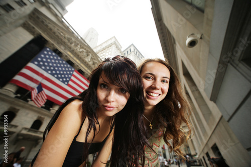 Fototapete Two young women near New York Stock Exchange