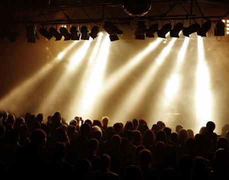Goldenes Konzertlicht