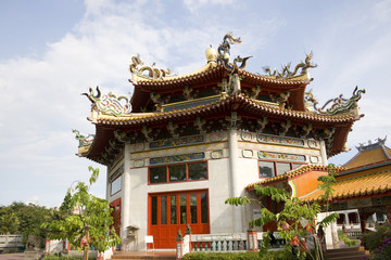 A famous Chinese temple in Singapore.