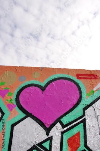 coeur rose tagu sur un mur peint berlin allemagne photo libre de droits sur la banque d. Black Bedroom Furniture Sets. Home Design Ideas