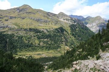 Sommets surplombant la vallée de Gavarnie (Hautes-Pyrénées)