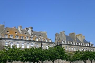 Vieux Saint Malo vu du port