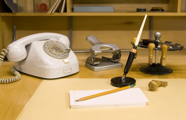 Retro-style work desk