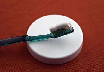 spazzolino da denti e dentrificio