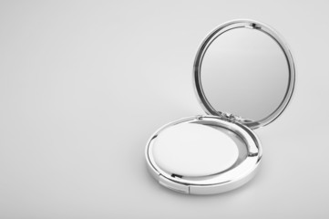Open silvery packing of the compact powder, isolated