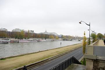 Voie sur berge, la Seine, Paris, France..