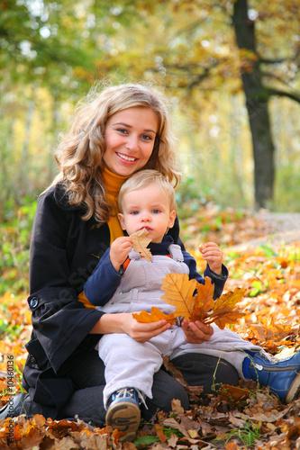 мама с сыном на природе фото