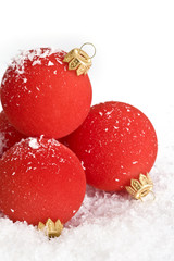 Poster Eclaboussures d eau Red christmas balls with snow on white
