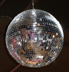 Boule miroir à facettes disco.
