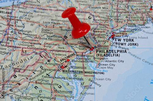 red pin pointing on philadelphia on usa map in atlas stock photo