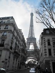 Tour Eiffel dans une rue de Paris, France.