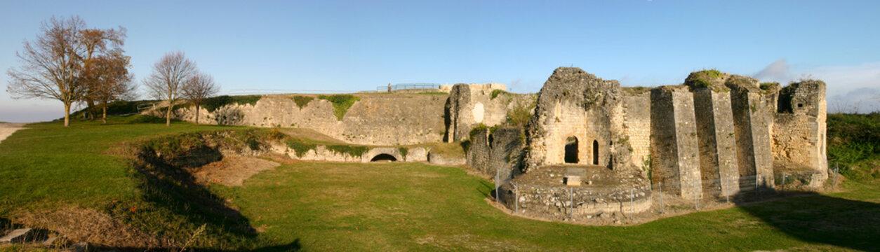 panorama des vestiges du château médiéval de Blaye
