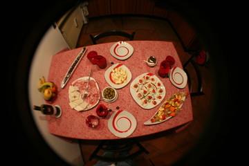 tavola apparecchiata per l'aperitivo