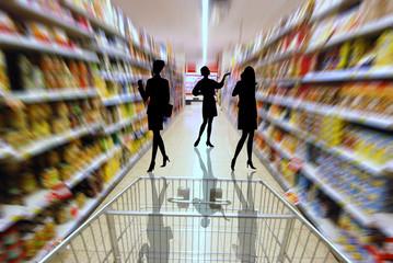 femmes faisant les courses