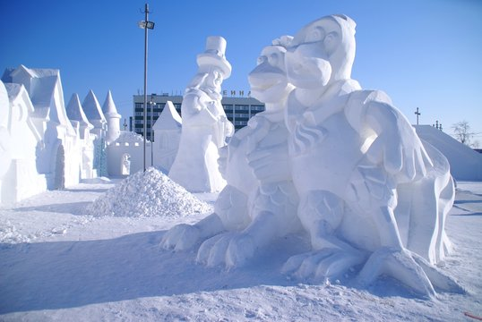 Snow sculpture of two hens